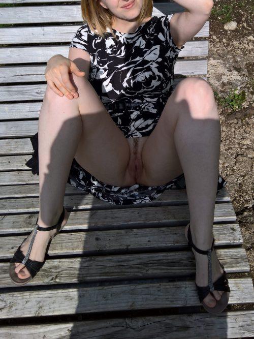 le sexe sous la jupe de sa femme