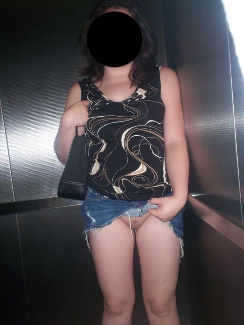 Exhibition dans un ascenseur