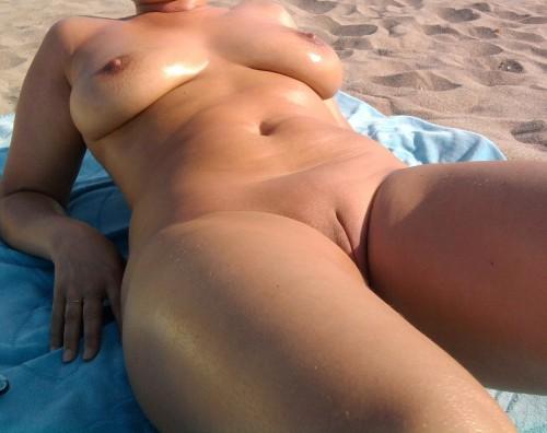 Femme mure nudiste