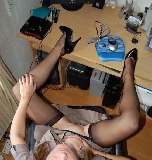 Exhibe devant sa webcam