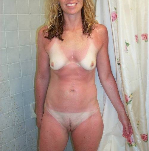 Nue sous sa douche