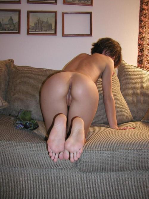 amatrice veut qu'on la prenne sur le canapé