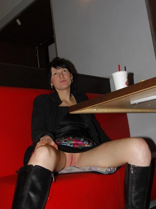 une amatrice ne porte pas de culotte au mcdo